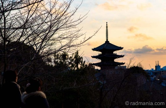 A couple of locals enjoy the Kyoto sunset dominated by Hokanji pagoda near the Gion district. (Yasaka no To Pagoda)